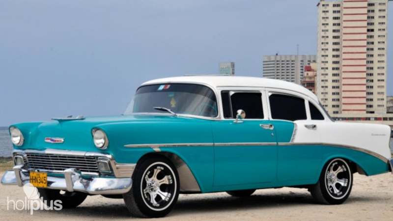 Book discovering old and modern havana private tour in for Old classic american cars