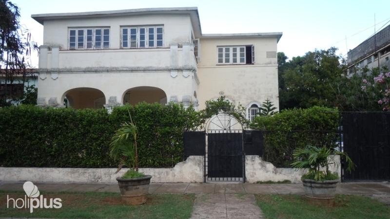 Reservar online casa carmen fiol calle 19 no 1464 for Casa mansion los jardines havana
